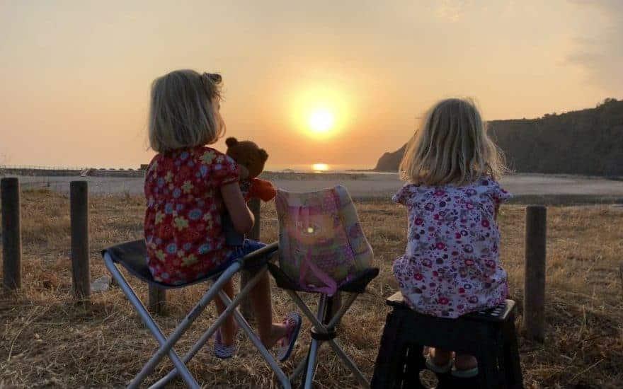 2 Mädels Beim Sonnenuntergang