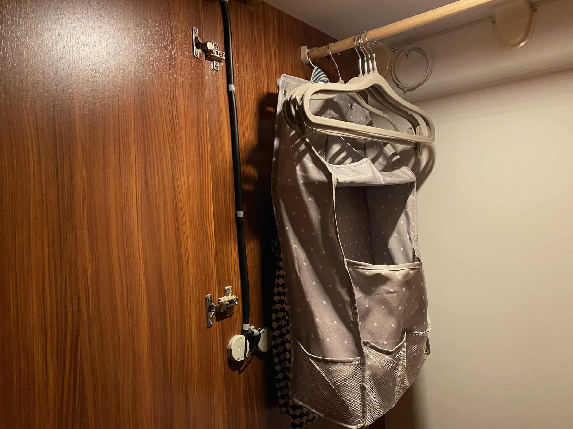 AUVON-wiederaufladbare-Schrank-Beleuchtung-Kleiderschrank-260-Lumen.jpeg-scaled.jpeg