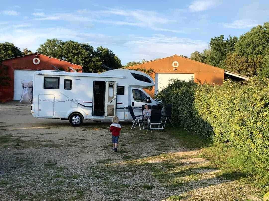 Bonnieux Weingut Camping
