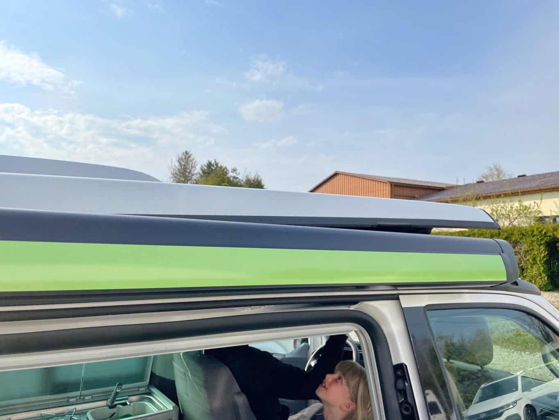 Camerboys-Camper-Wohnmobil-Vermietung-VW-Beach-Ocean-Grand-California-Aufstelldach-öffnen