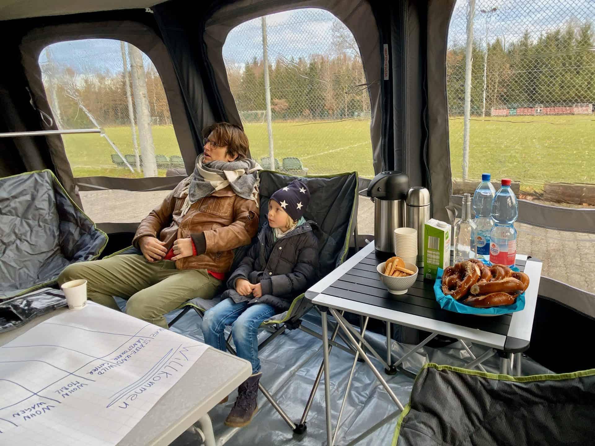 Camper_Workshop_Vorzelt_Ambiente_super_bequeme_Relax_Sofas