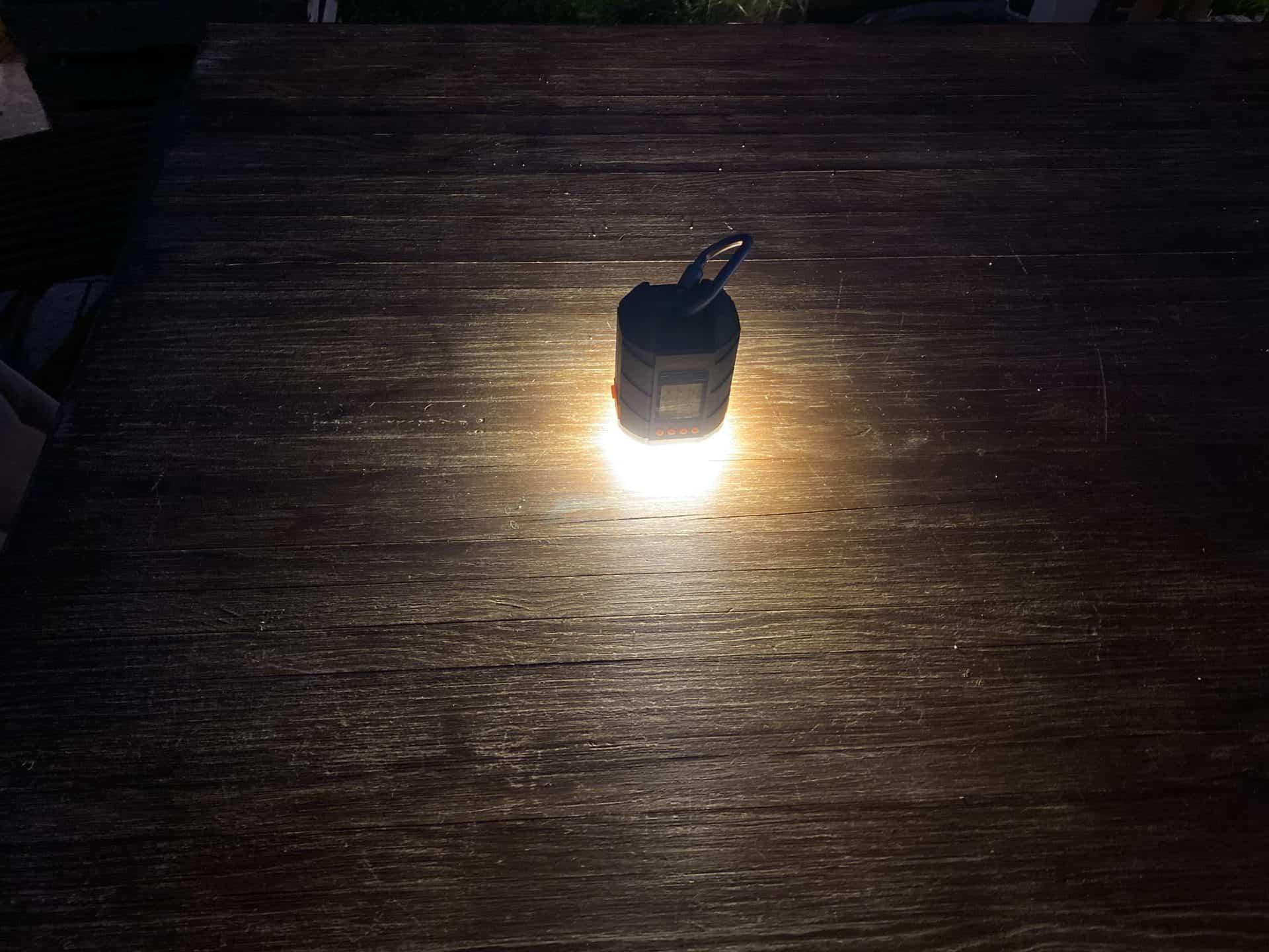 Camping_LED_Licht_Lanktoo_LED_Camping_Nacht_Tisch_beleuchtet