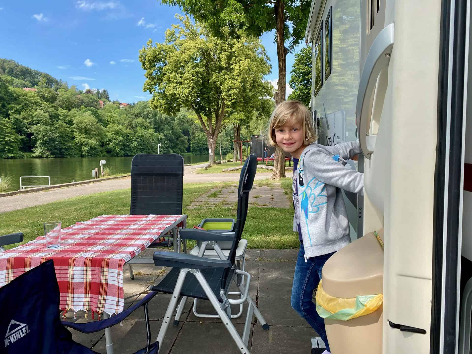 Campingplatz-Fortuna-Wohnmobil-Tochter
