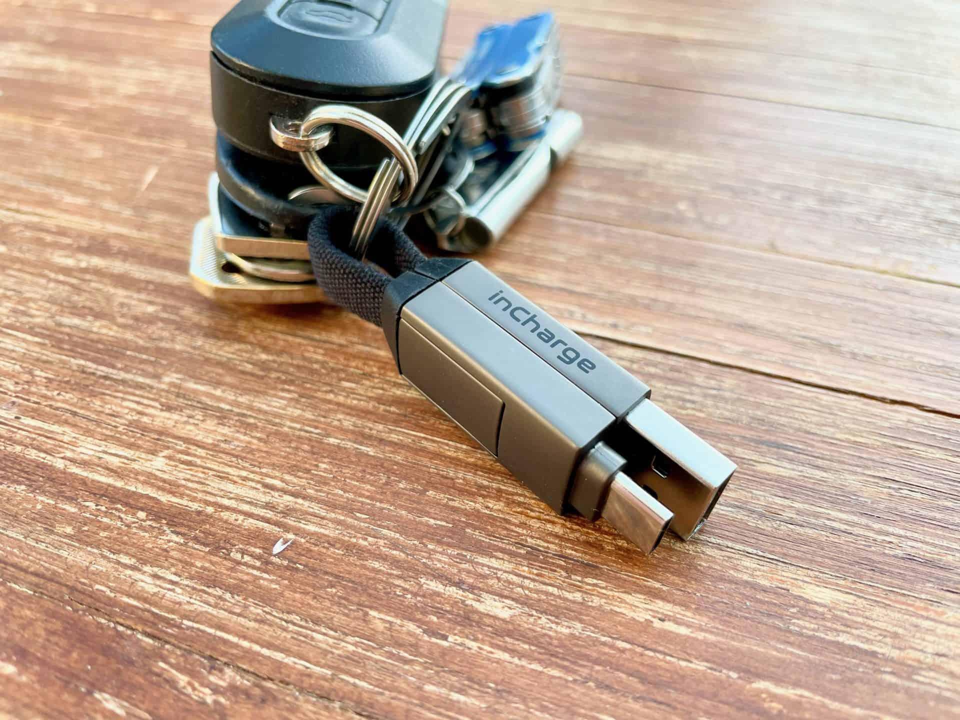 Die-besten-Ladekabel-Datenkabel-InCharge6-am-Schlüsselbund