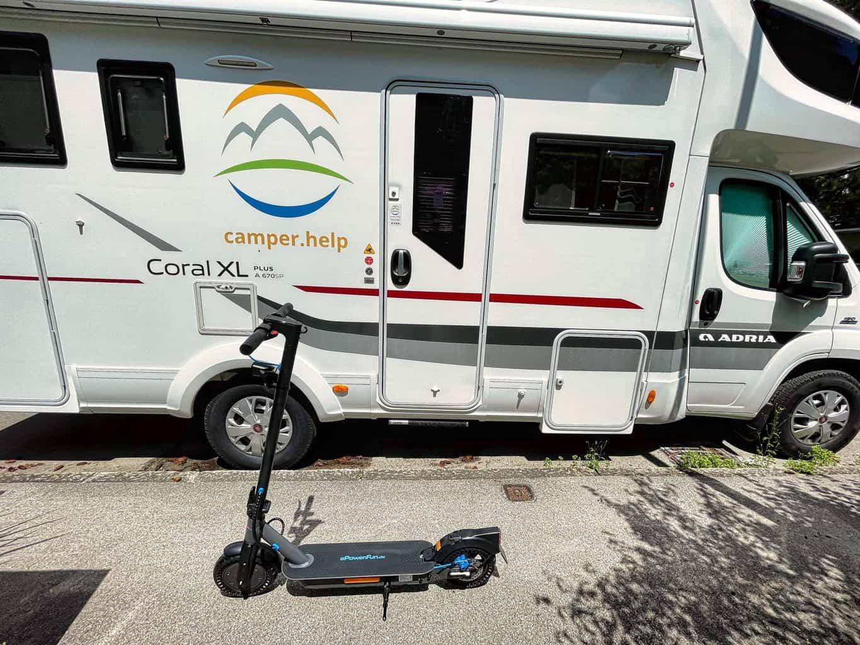 E-Scooter-ePF-1-PRO-nagelneu-vor-dem-camper-help-Wohnmobil