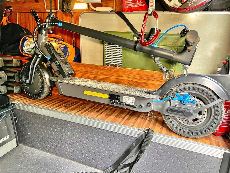 E-Scooter-ePF-1-PRO-passt-perfekt-in-die-Wohnmobil-Garage