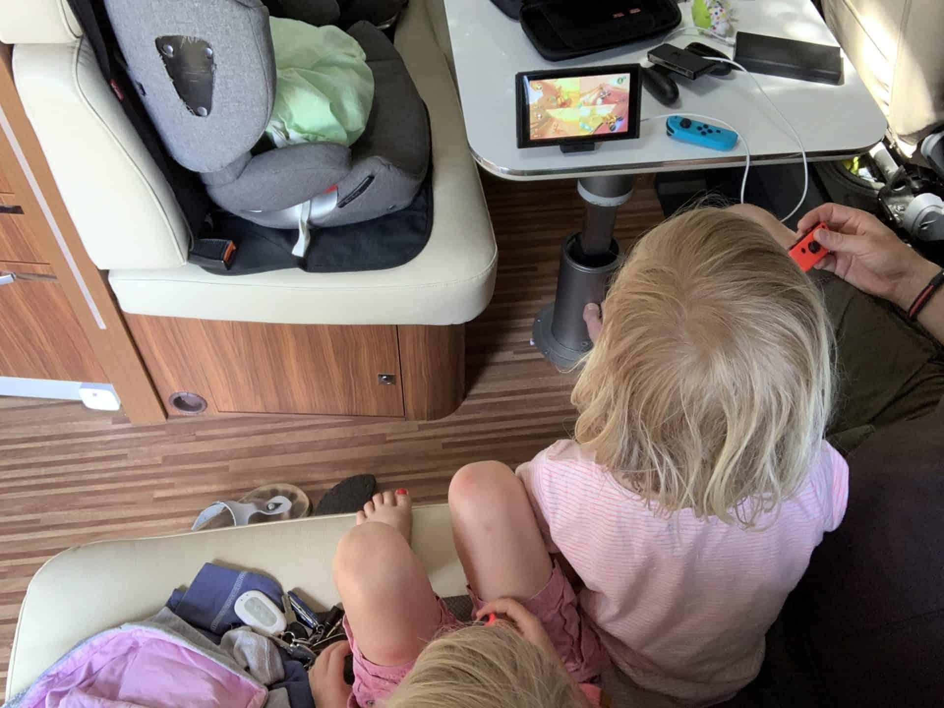 Familie_Nintendo_Switch_Wohnmobil