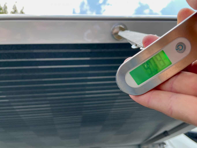 Haltekraft-von-Neodym-Magneten-mit-Kofferwaage