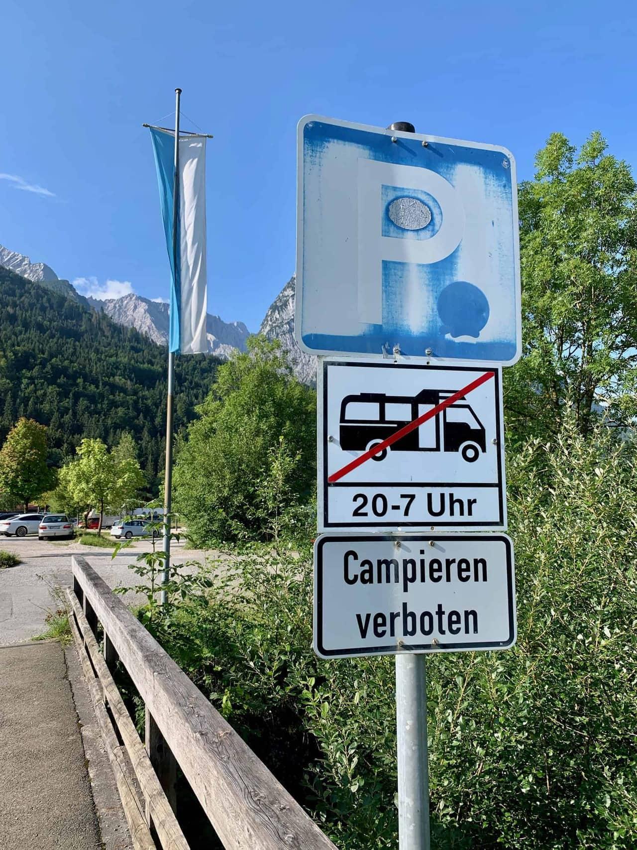 Höllentalklamm_Parkplatz_Alpspitzbahn_Campieren_verboten_Schild