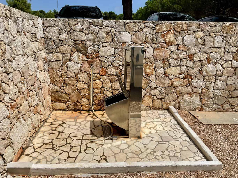 Italien-Campingplatz-Stellplatz-Entsorgung-Schwarzwasser-Toilettenkassette