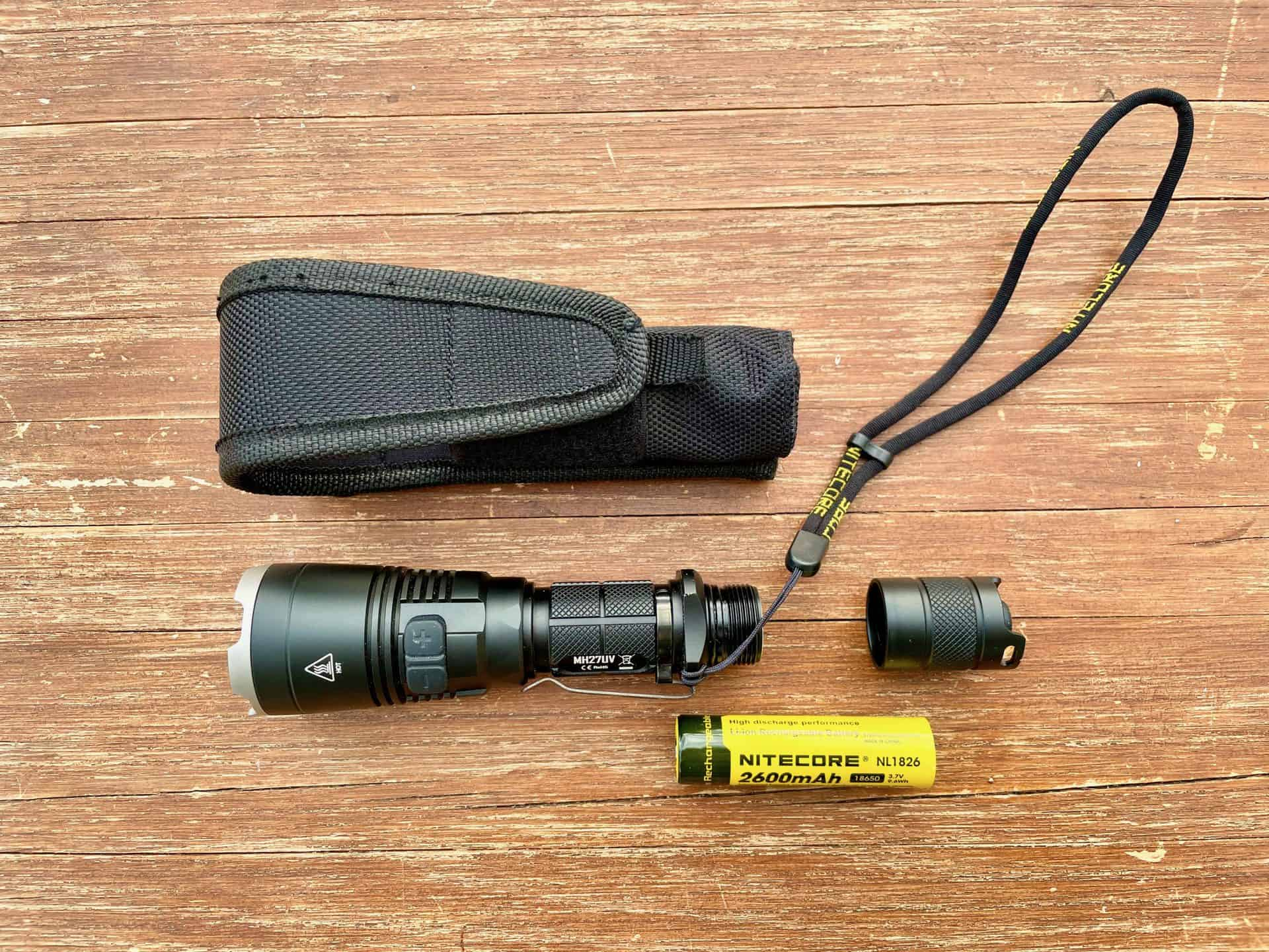 LED-Taschenlampe-Nitecore-MH27UV-laden-zerlegt