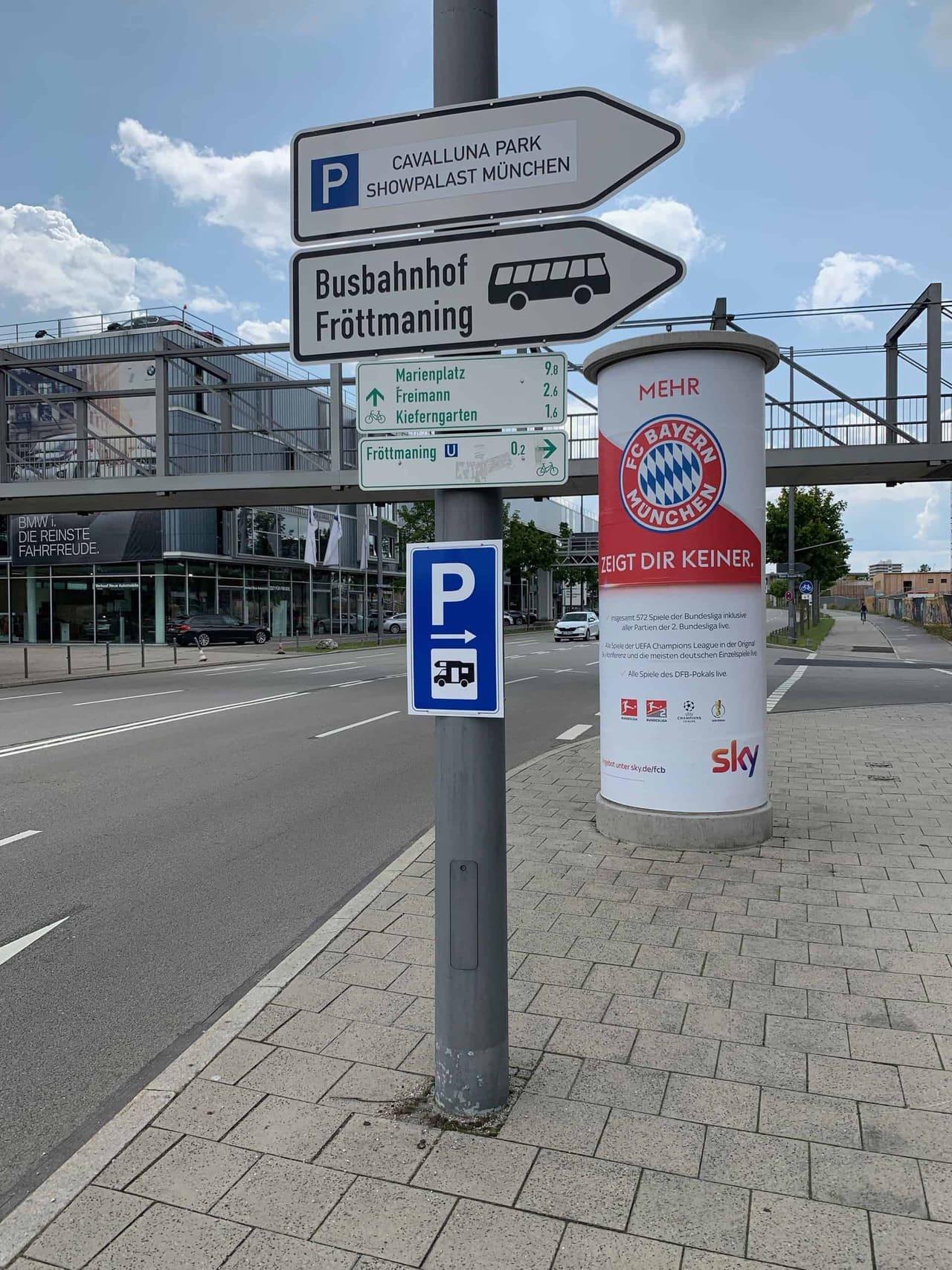 München_Allianz_Arena_vorrübergehender_Stellplatz_Wegweiser