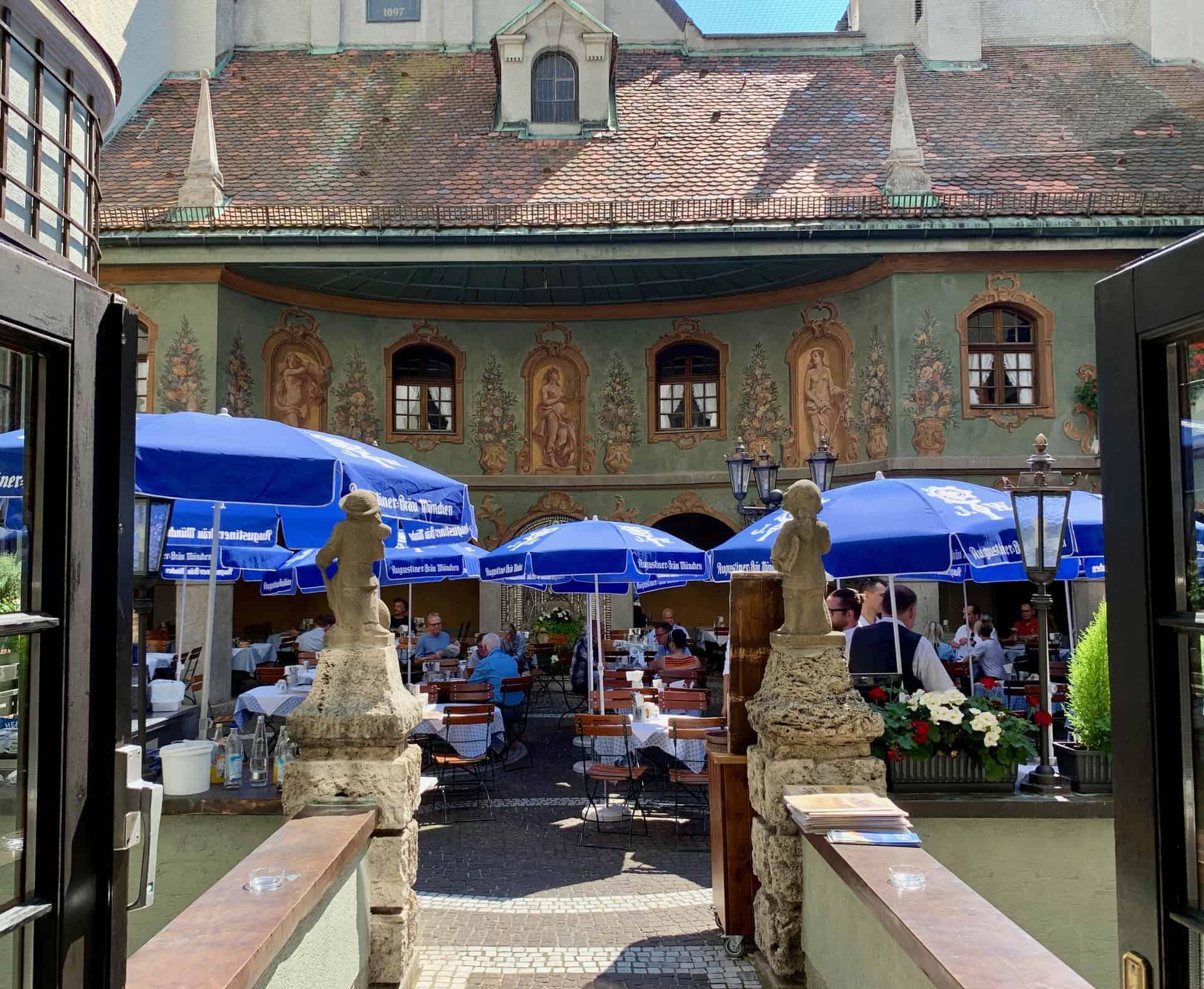 München_Augustiner_Restaurant_Neuhauserstrasse_Innenhof_Biergarten