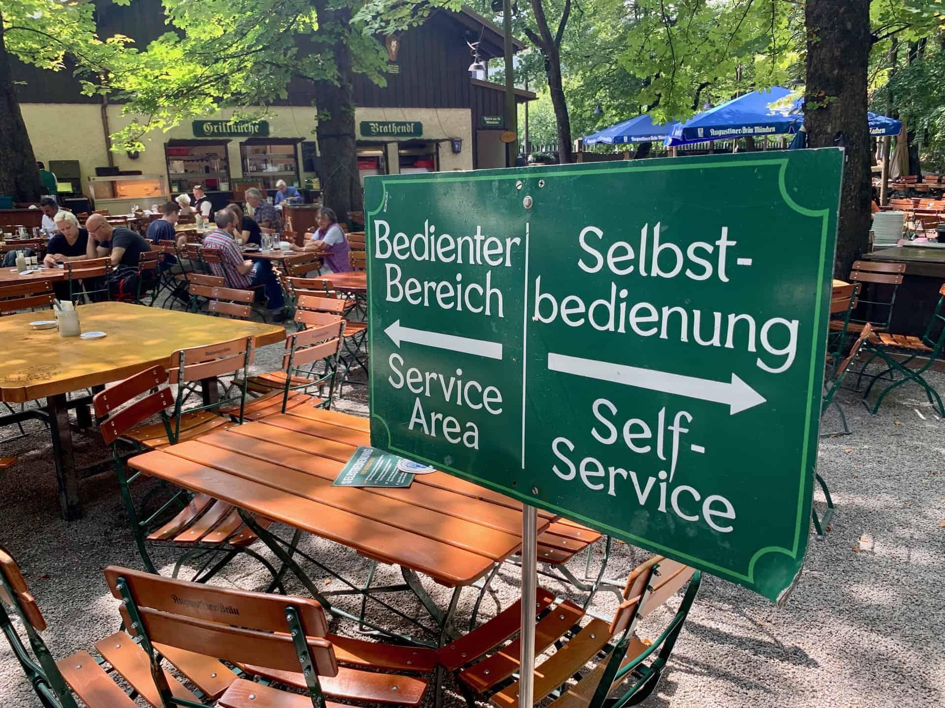 München_Biergarten_Augustiner_Bedienung_Selbstbedienung