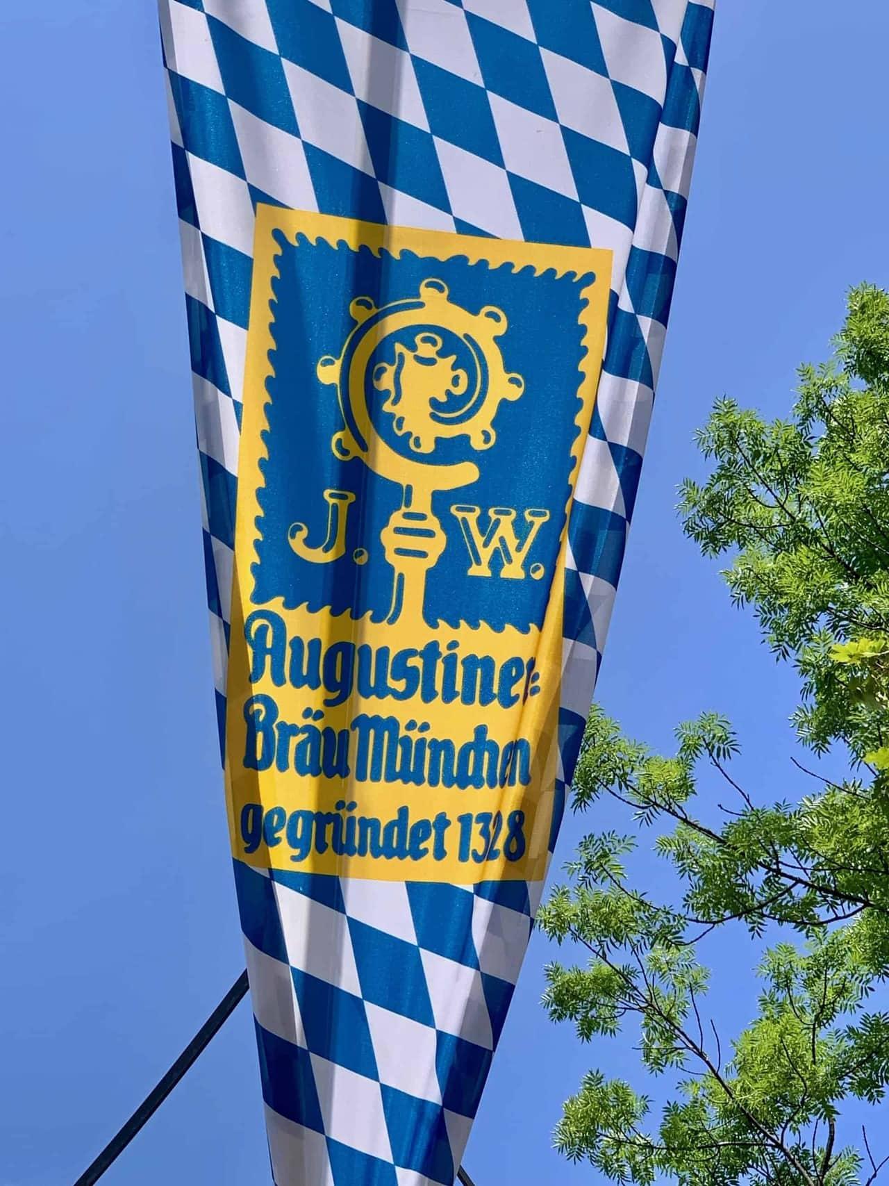 München_Biergarten_Augustiner_Eingang_Fahne
