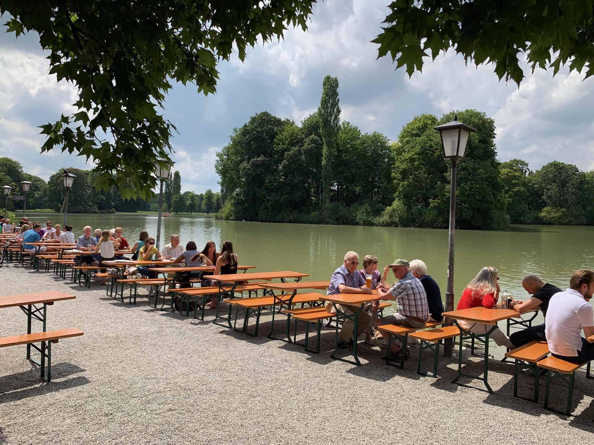 München_Biergarten_Seehaus_Blick_Kleinhesseloher_See