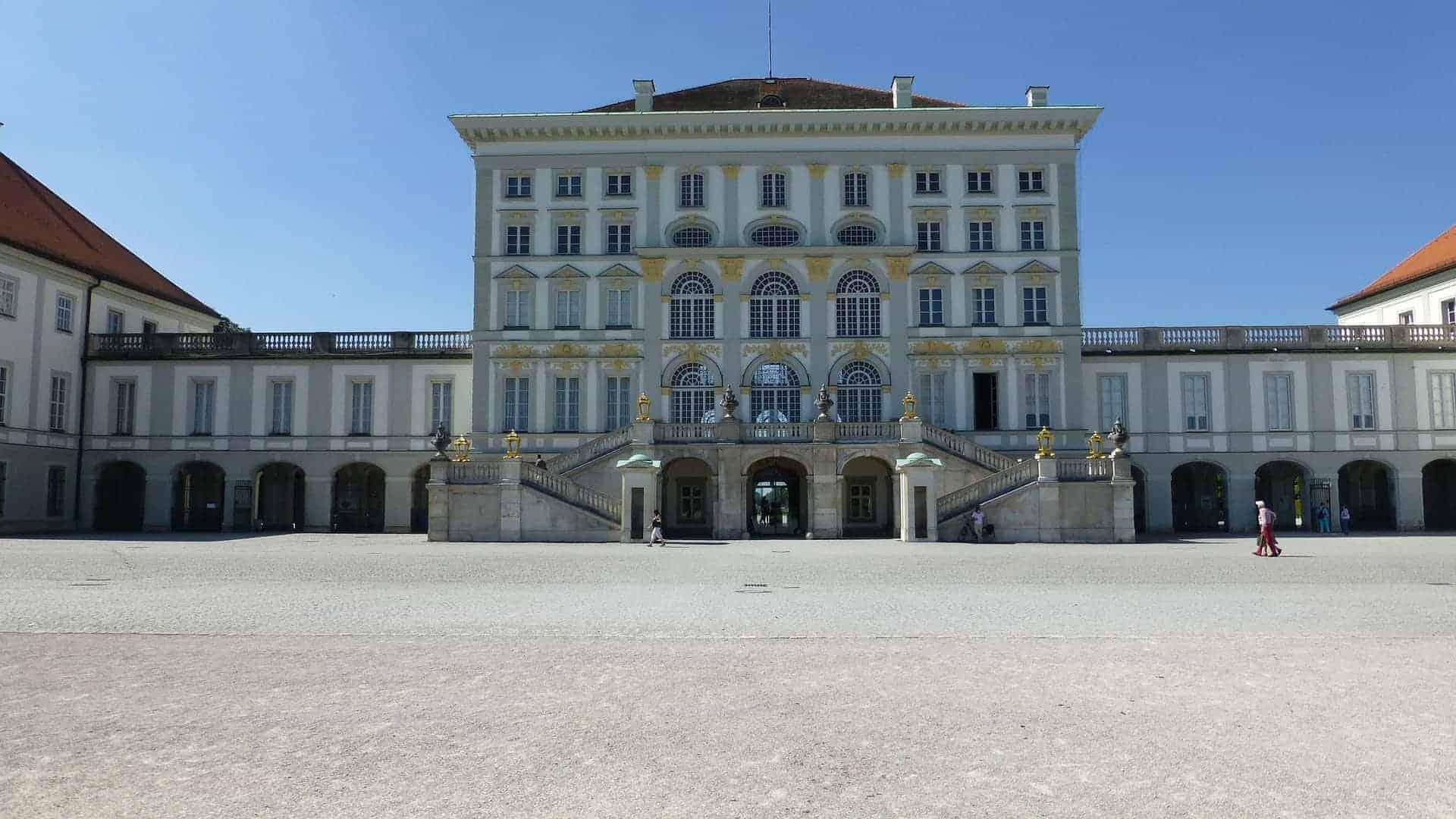 München_Schloss_Nympenburg_Eingang
