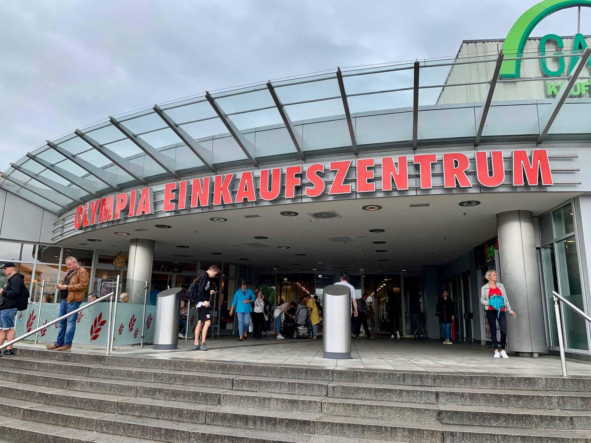 München_Shopping_Olympia_Einkaufszentrum_Hautpteingang