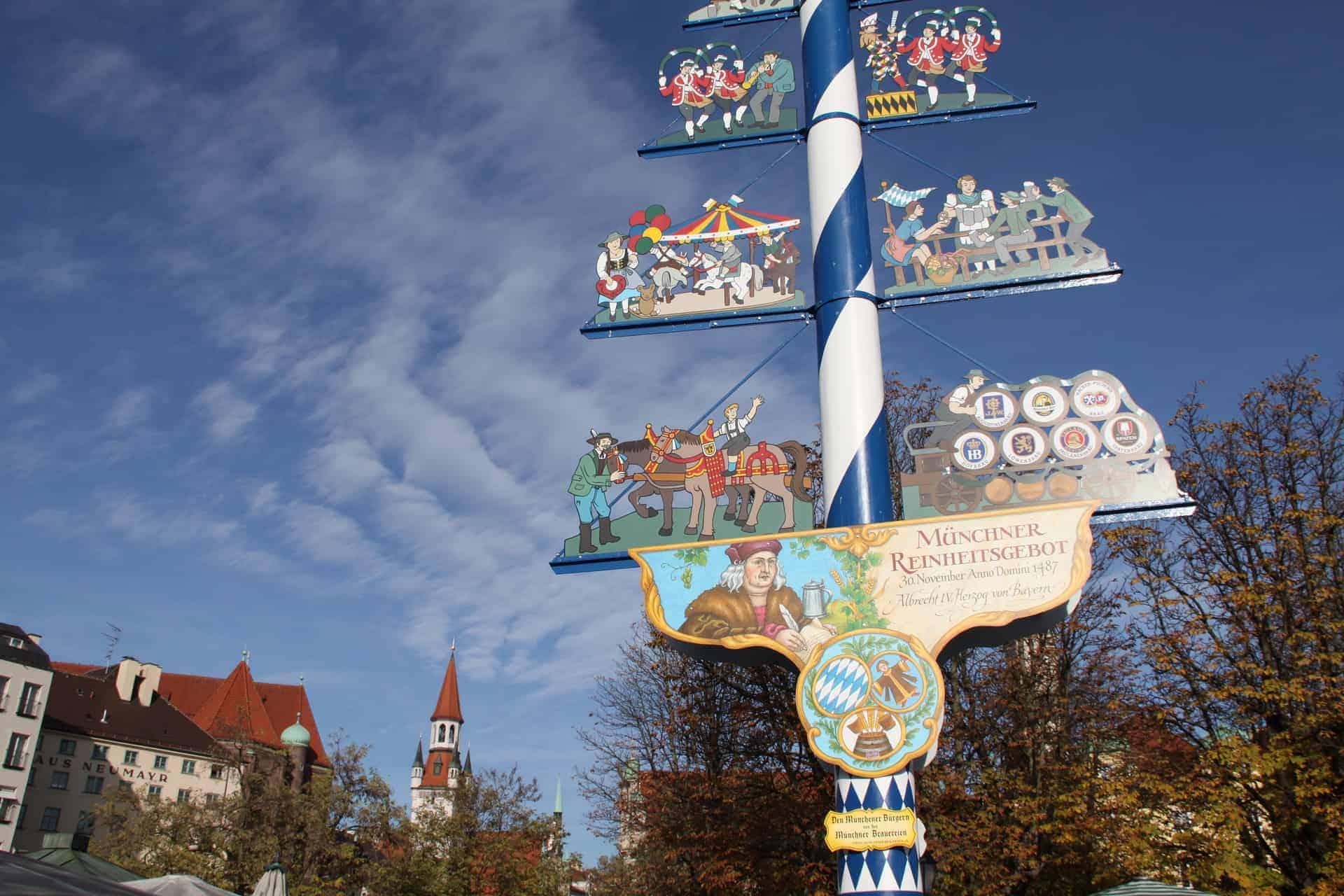 München_Vikualienmarkt_Maibaum