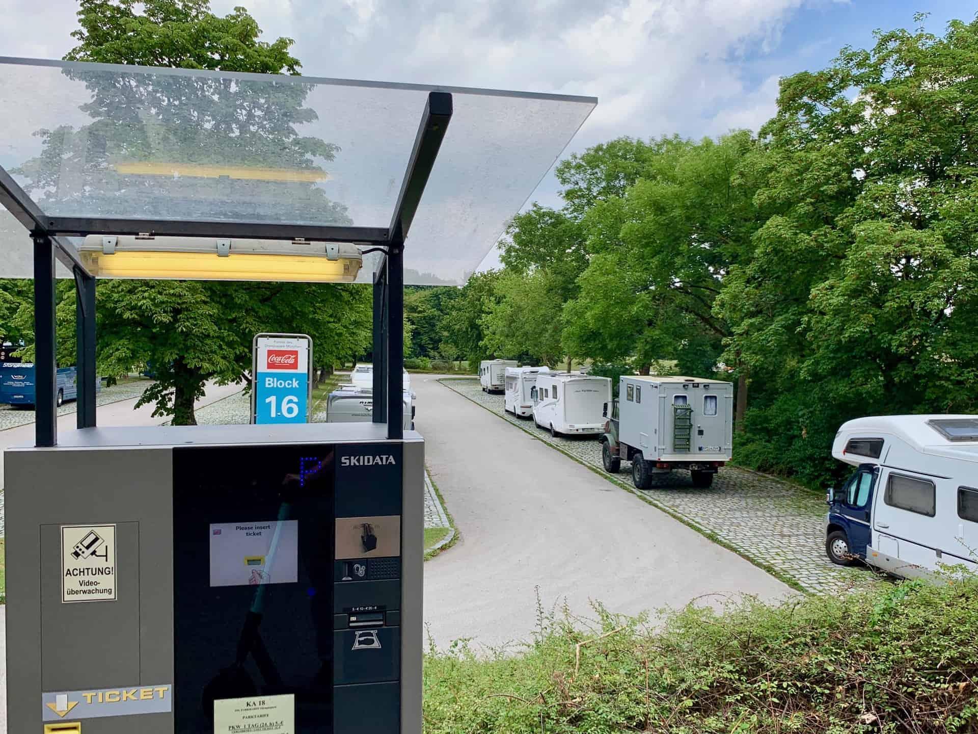 Olympiapark_Parkharfe_Wohnmobilstellplatz_Parkautomat