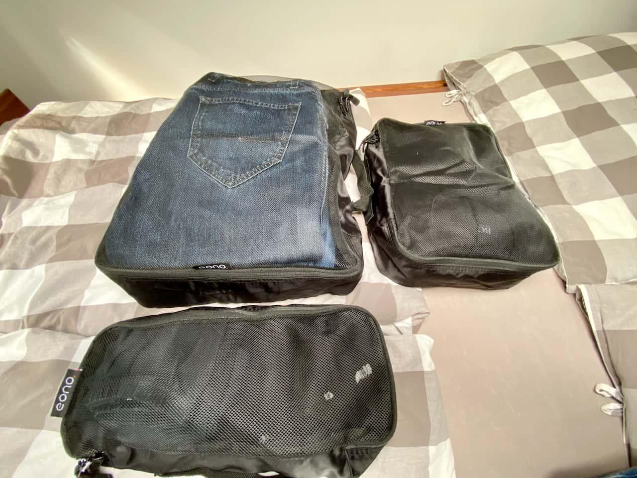 Packtaschen-Kompressiontaschen-Kleidung-Packwürfel-im-Kleiderfach-Einfach-suchen-alles-zusammen-im-Wohnmobil.jpeg