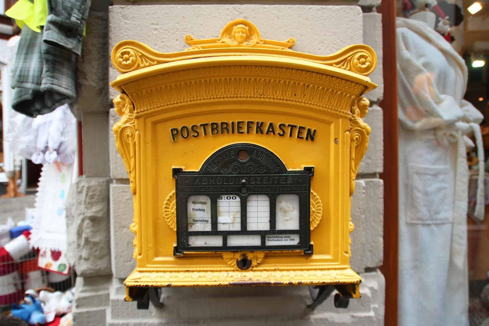 Postbriefkasten_gelb