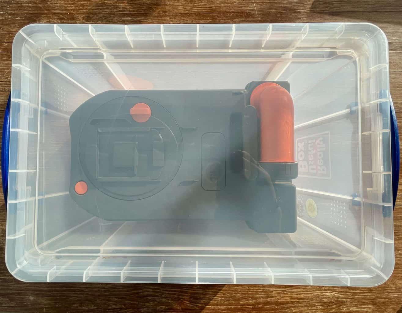 Schwarzwasser-sicher-transportiert-Thetford-C250-Ersatzkassette-in-Kiste-geschlossen