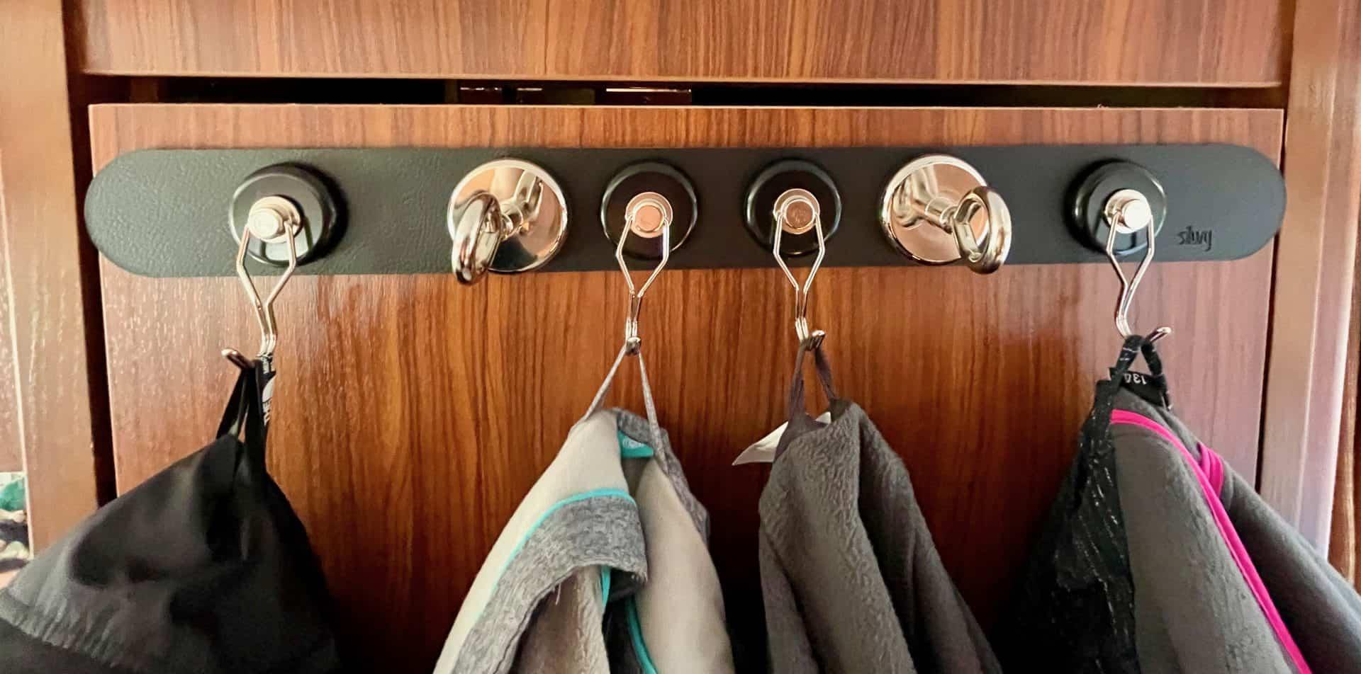 Silwy-Garderobe-Kleindung-mit-Neodym-Magnet-The-One-aufhängen