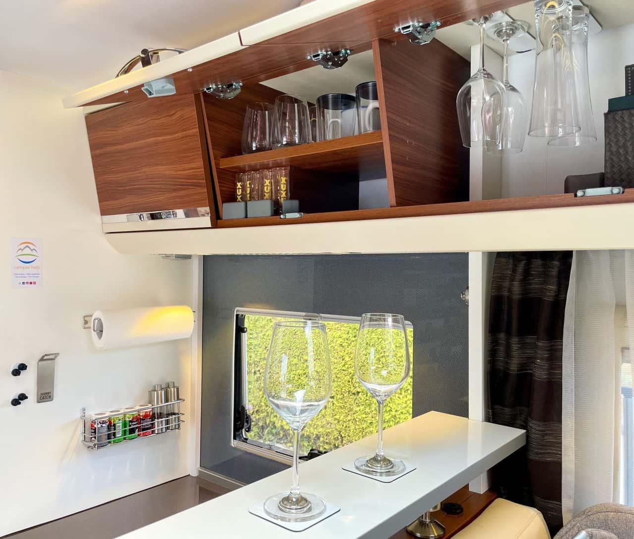 Silwy-Magnetgläser-auf-Camperboard-und-Magnetgläser-im-Hängeschrank-Longdrinkglas-Bierglas-Weinglas-Kunststoff-Becher