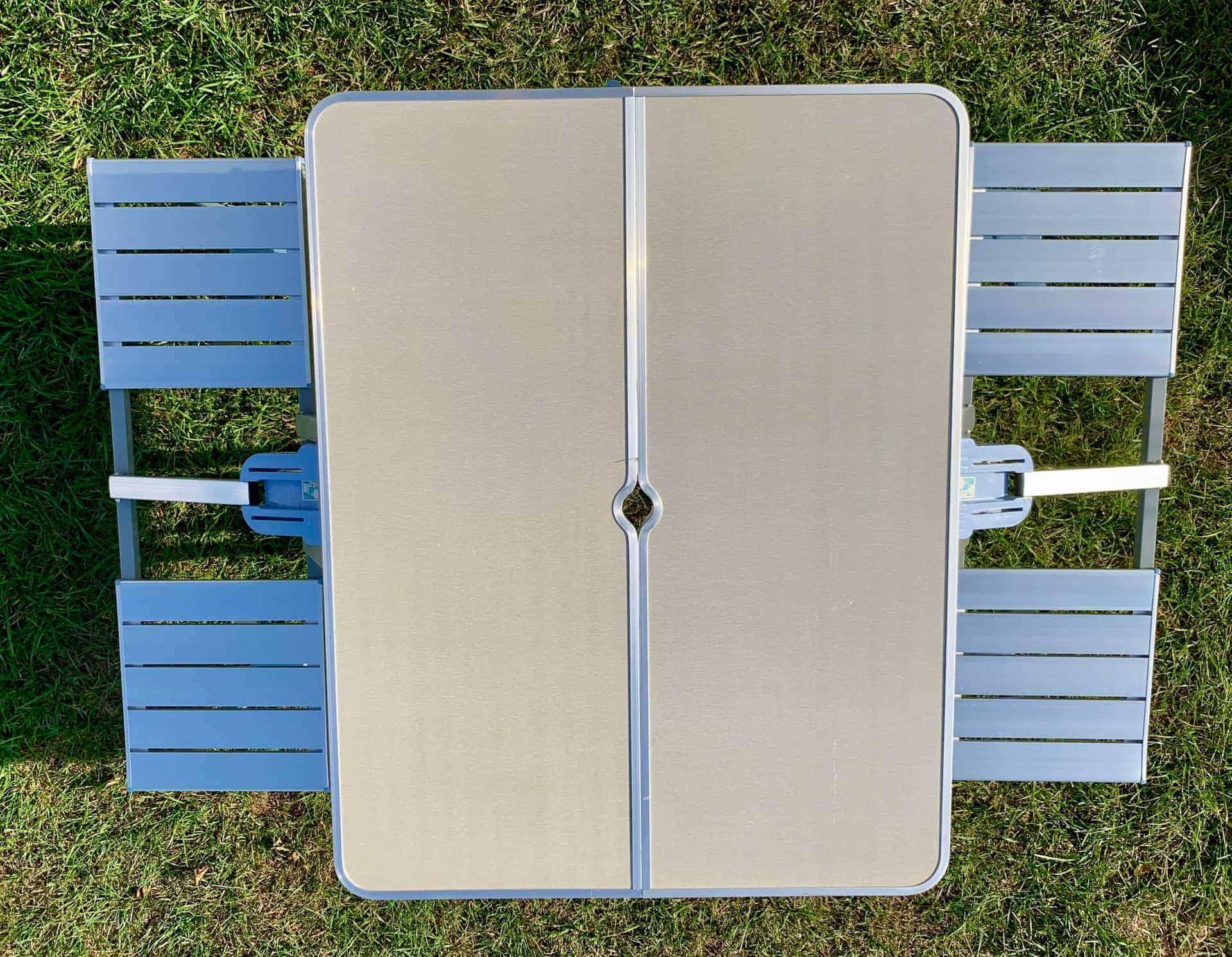 Sitzgarnitur_4_Tisch-umdrehen_und_arretieren