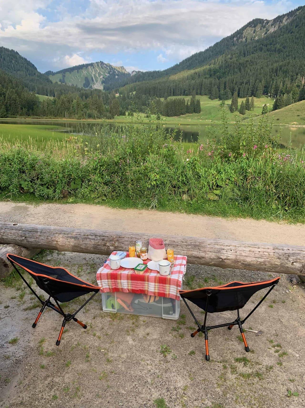 Spitzingsee_Frühstück_Blick_auf_den_See