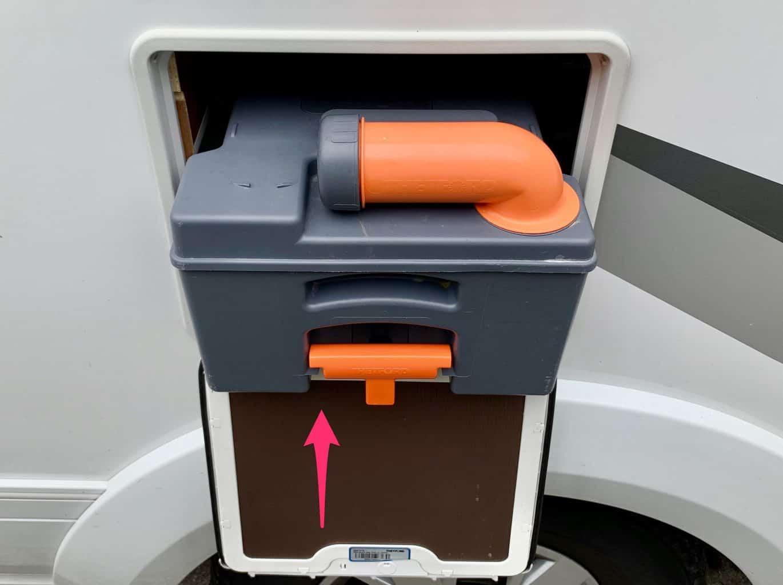 Thetford-C250-Serviceklappe-Toilettenkasten