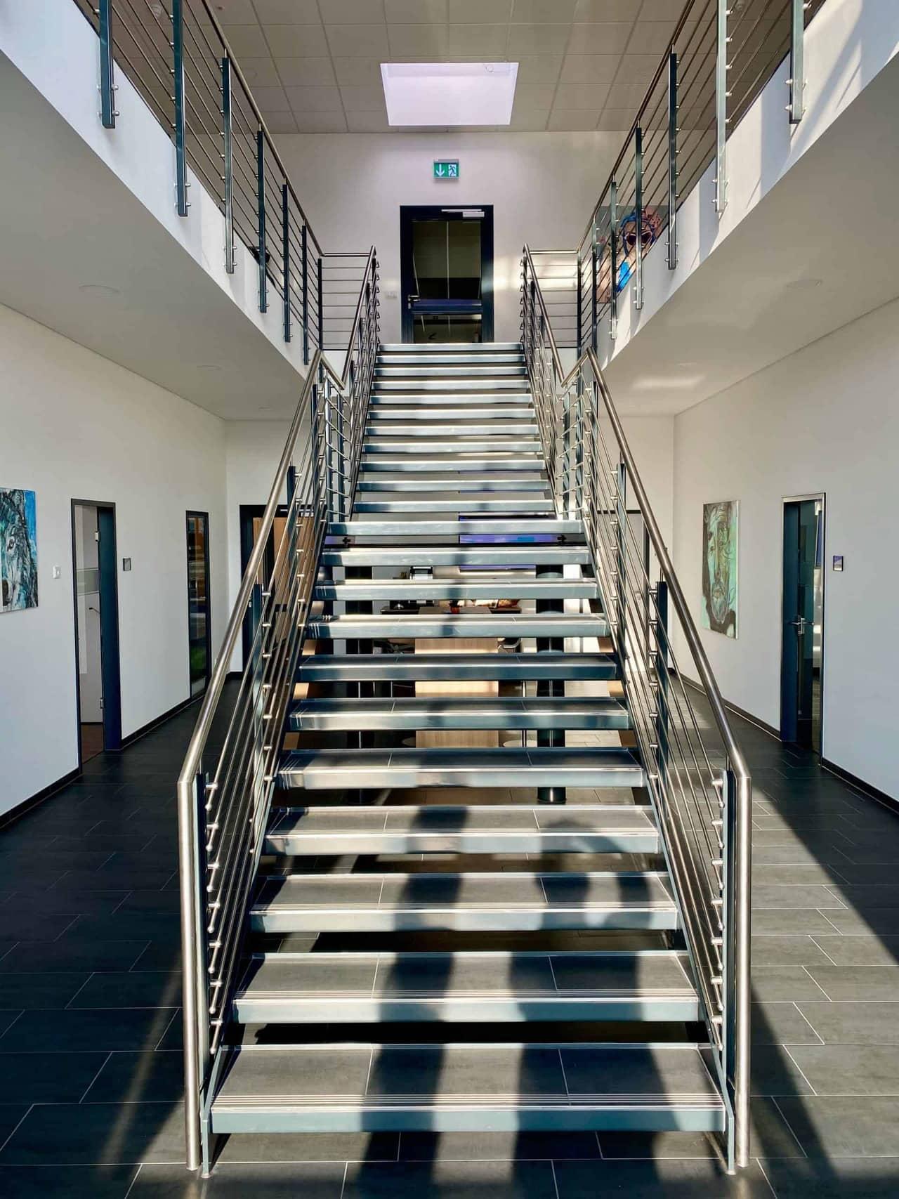 Thitronik_Eingangsbereich_Treppe