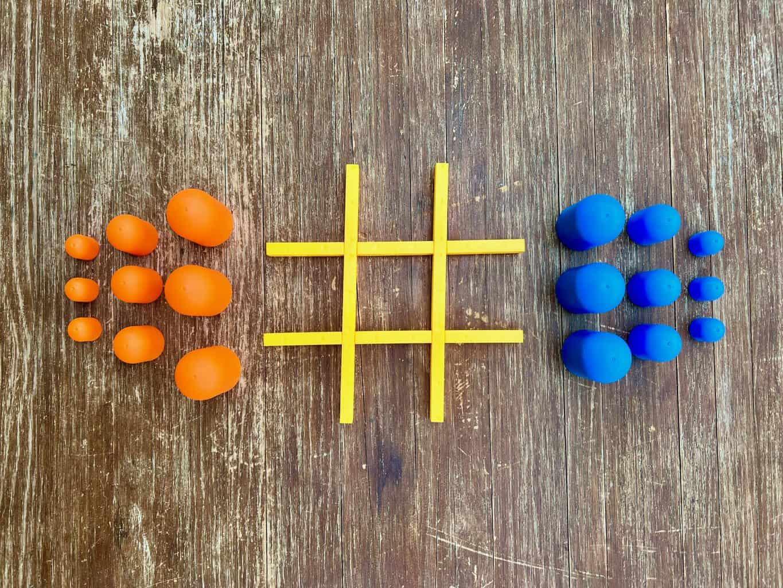 Tic-Tac-Toe-Spiel-fuer-Kinder-und-Erwachsene-Startaufstellung