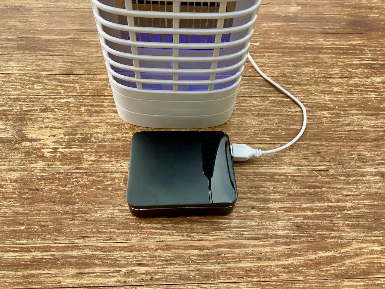 UV-Insektenvernichter-Mückenvernichter-Mückengriller-Fliegenklatsche-Powerbank-ElephantStory-im-Einsatz
