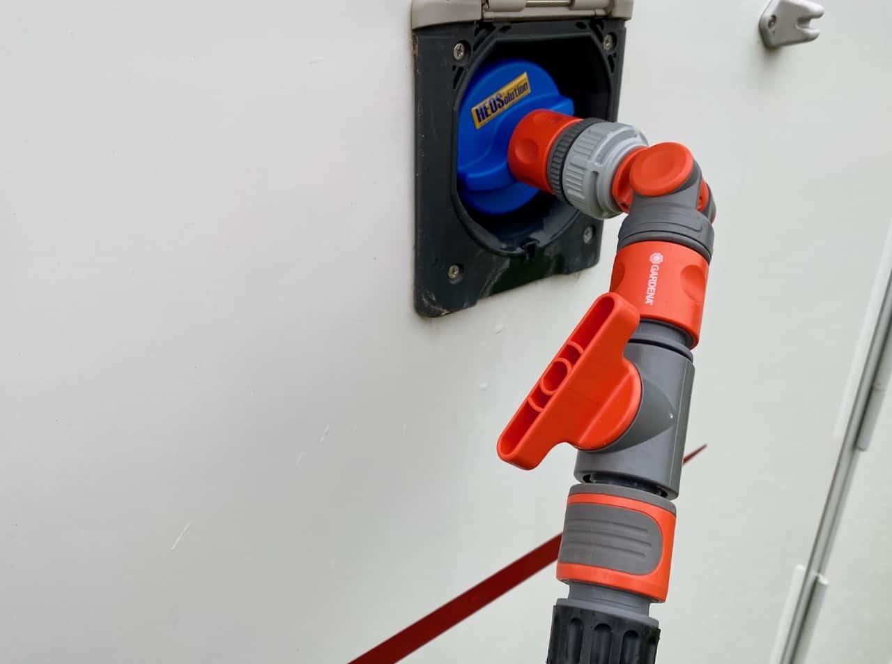 Wasserversorgung-Wassertank-Wasserdruck-mit-Gardena-Ventil-senken-Ventil-leicht-geschlossen