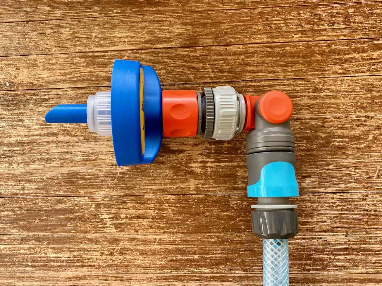 Wasserversorgung-Wassertanken-Heosoltution-Heoswater-Gardena-Winkelhahnstück-Wasserschlauch