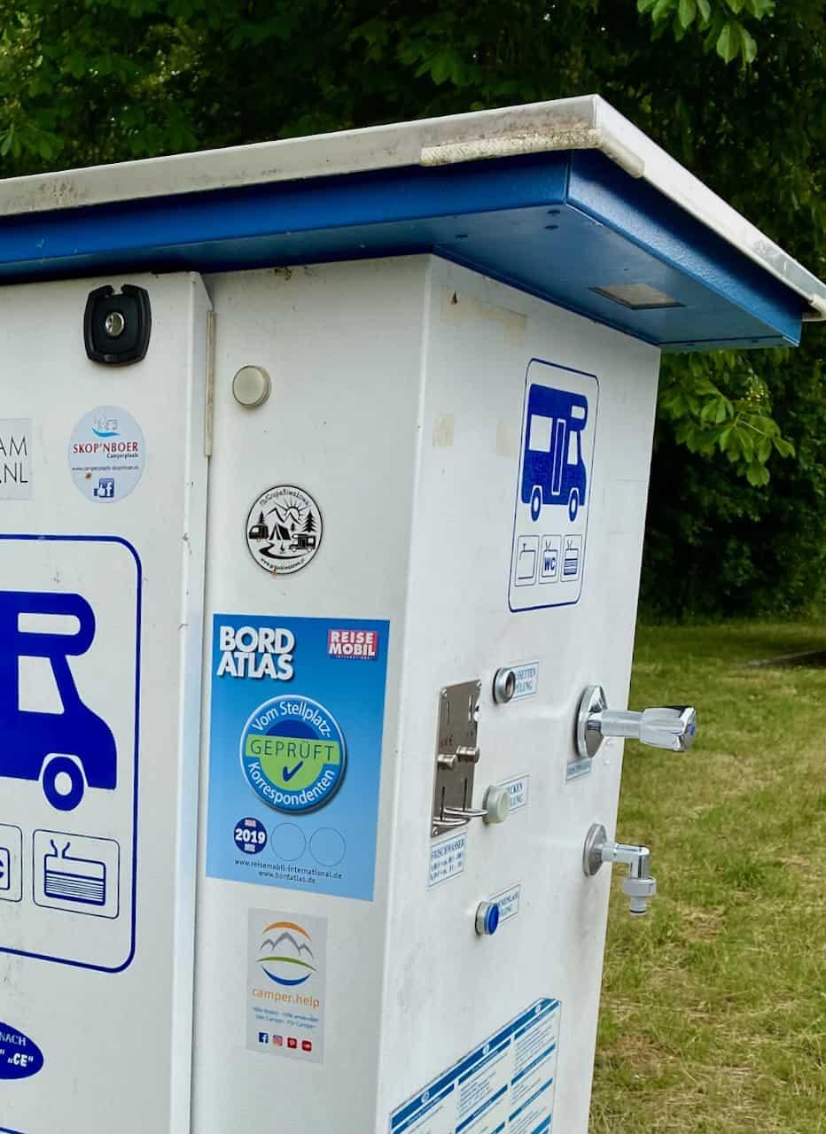 Wasserversorgung-verschiedenste-Wasser-Anschlüsse-an-Wasserstationen