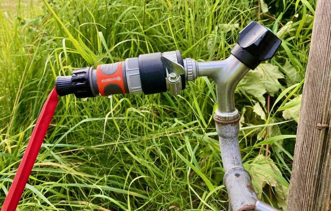 Wasserversorgung-verschiedenste-Wasser-Anschlüsse-und-Adapter-Wasserdieb