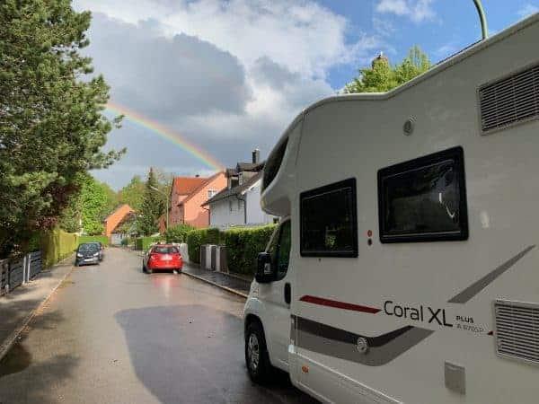 Wohnmobil_Adria_Coral_XL_mit_Regenbogen