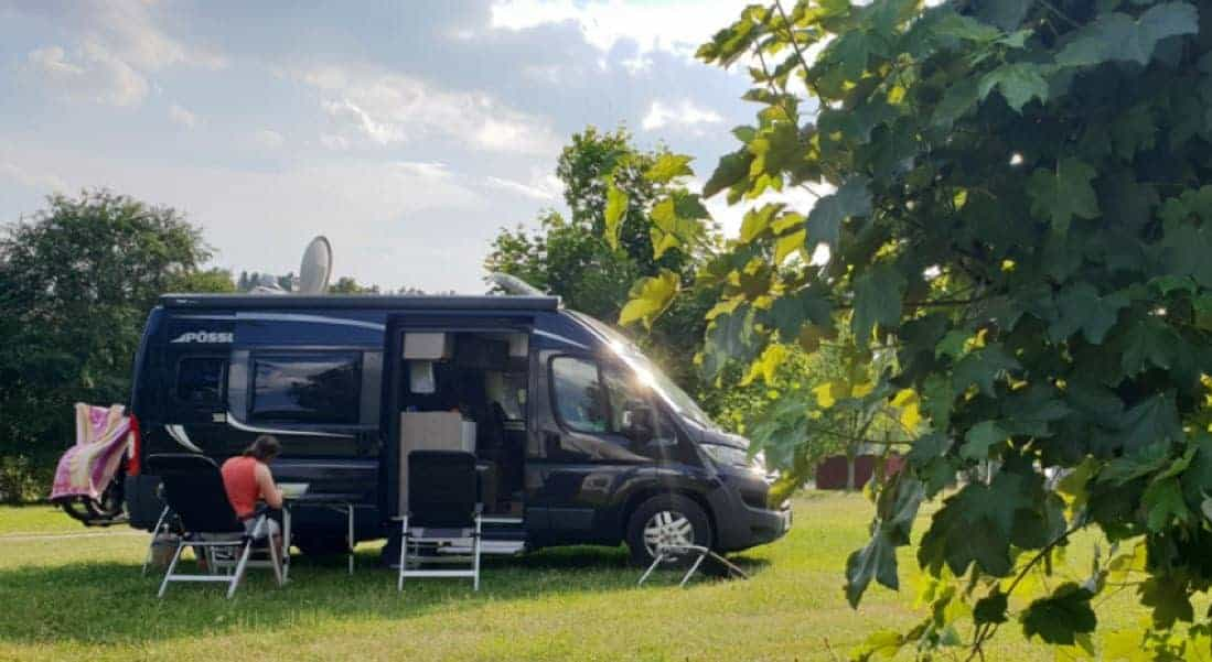 Wohnmobil_Camping_Natur_Wiese