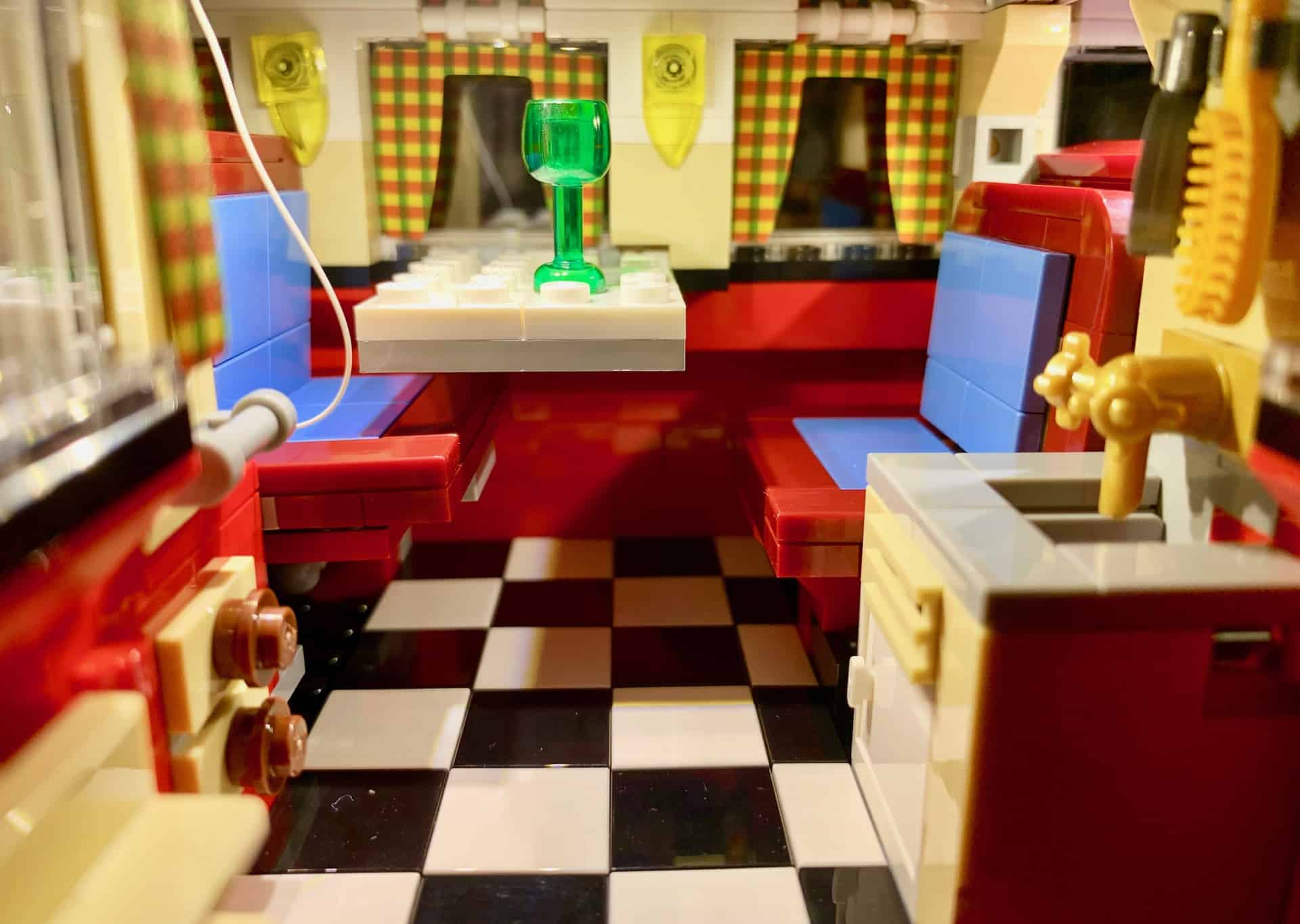 Wohnmobil_Innenraum_Lego-1