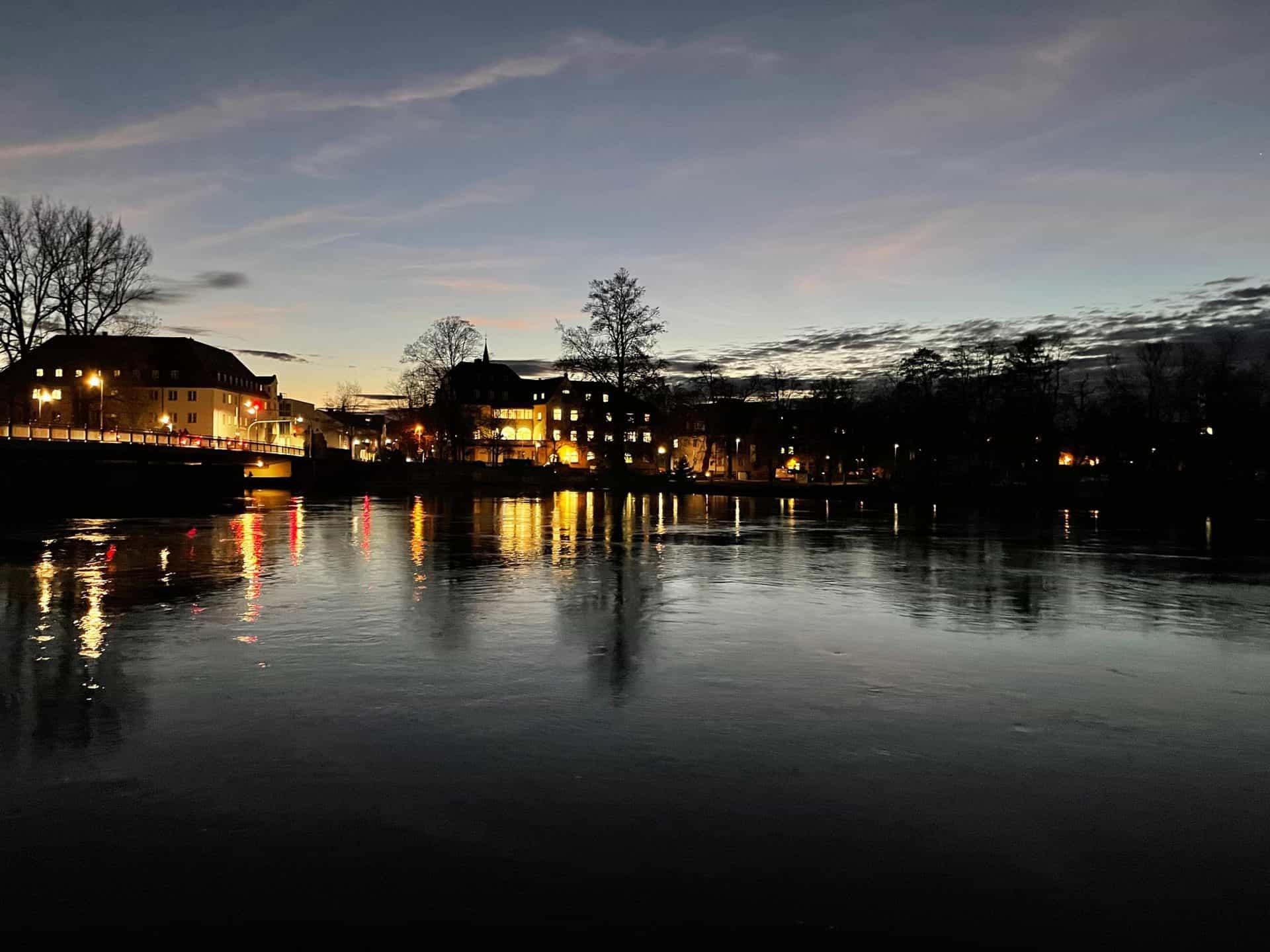 iPhone12Pro-Fotos-Landsberg-am-Lech-späte-Dämmerung-blaue-Stunde
